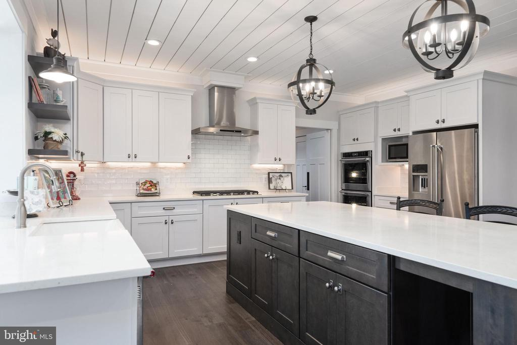 Gourmet kitchen w/ shiplap ceiling. - 79 INDIAN POINT RD, STAFFORD