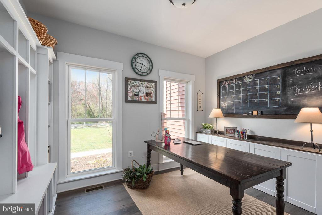 Craft room. - 79 INDIAN POINT RD, STAFFORD