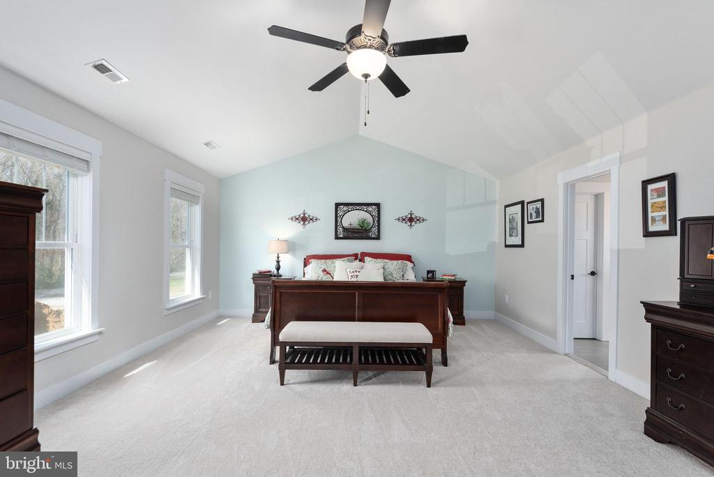 Master bedroom w/ cathedral ceiling. - 79 INDIAN POINT RD, STAFFORD