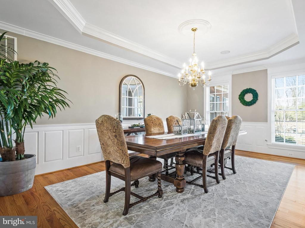 Dining Room with Tray Ceiling - 5203 ROSALIE RIDGE DR, CENTREVILLE