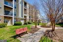 Courtyard with bench and grill - 5106-K TRAVIS EDWARD WAY, CENTREVILLE