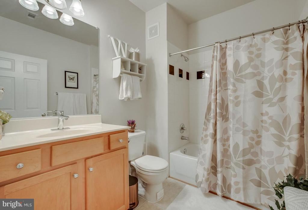 Second bathroom - 5106-K TRAVIS EDWARD WAY, CENTREVILLE
