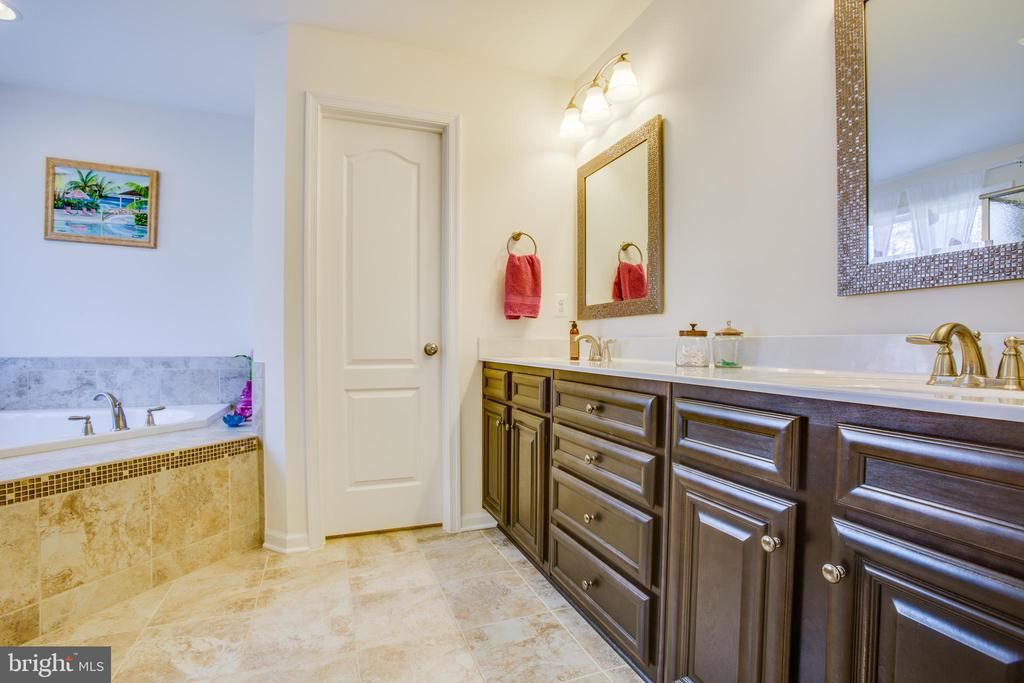 Dual, comfort height vanities in the master bath - 512 RICHARDS FERRY RD, FREDERICKSBURG