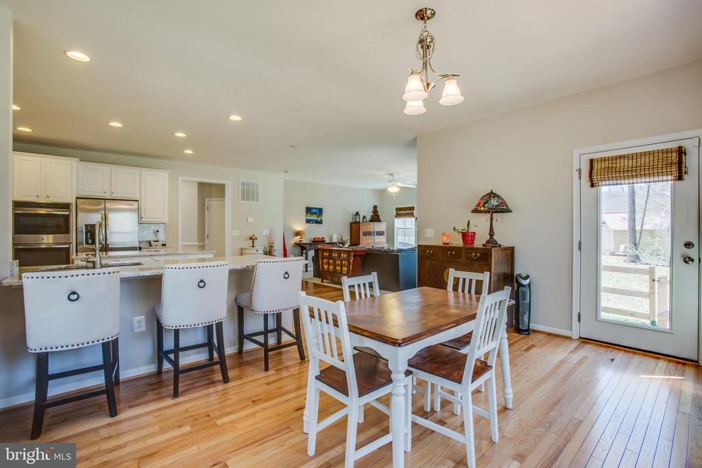 Bright and airy breakfast nook - 512 RICHARDS FERRY RD, FREDERICKSBURG