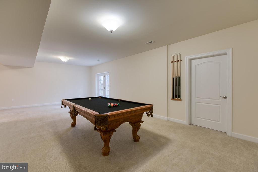 Finished basement - 6 NOAHS CT, STAFFORD
