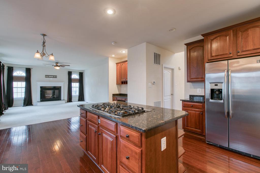 Kitchen/Family Room - 6 NOAHS CT, STAFFORD