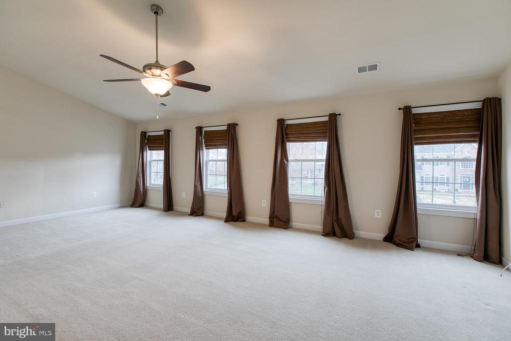 Huge master bedroom - 6 NOAHS CT, STAFFORD