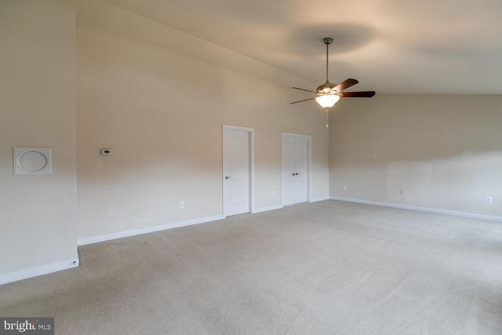 Master bedroom - 6 NOAHS CT, STAFFORD