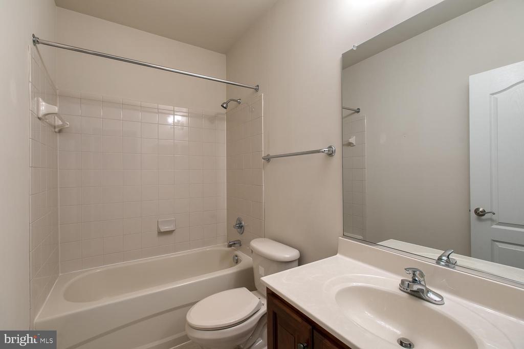 Basement full bath - 6 NOAHS CT, STAFFORD