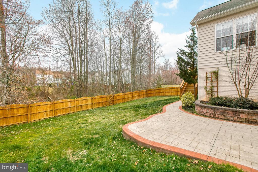 Fenced back yard - 6 NOAHS CT, STAFFORD