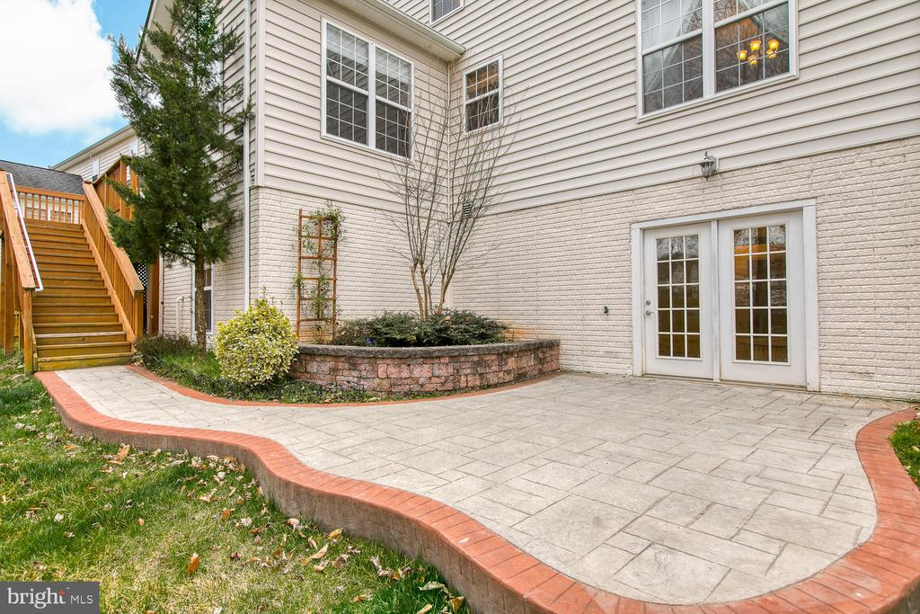 Beautiful stamped concrete patio - 6 NOAHS CT, STAFFORD