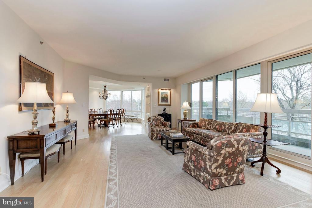 Living Room - 5600 WISCONSIN AVE #1-507, CHEVY CHASE