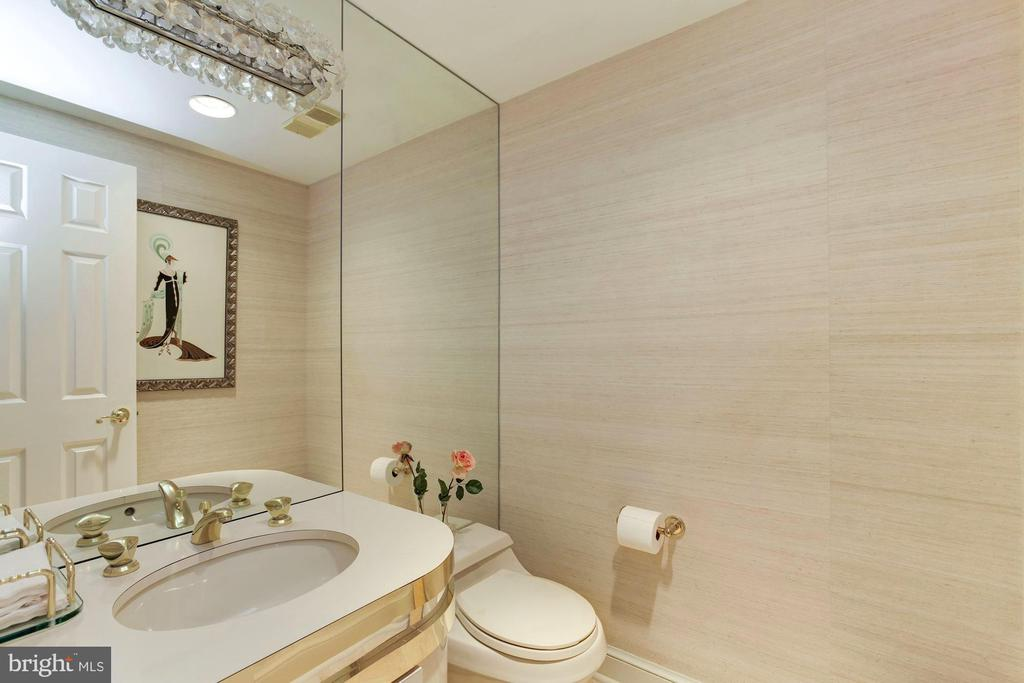 Half Bath - 5600 WISCONSIN AVE #1-507, CHEVY CHASE