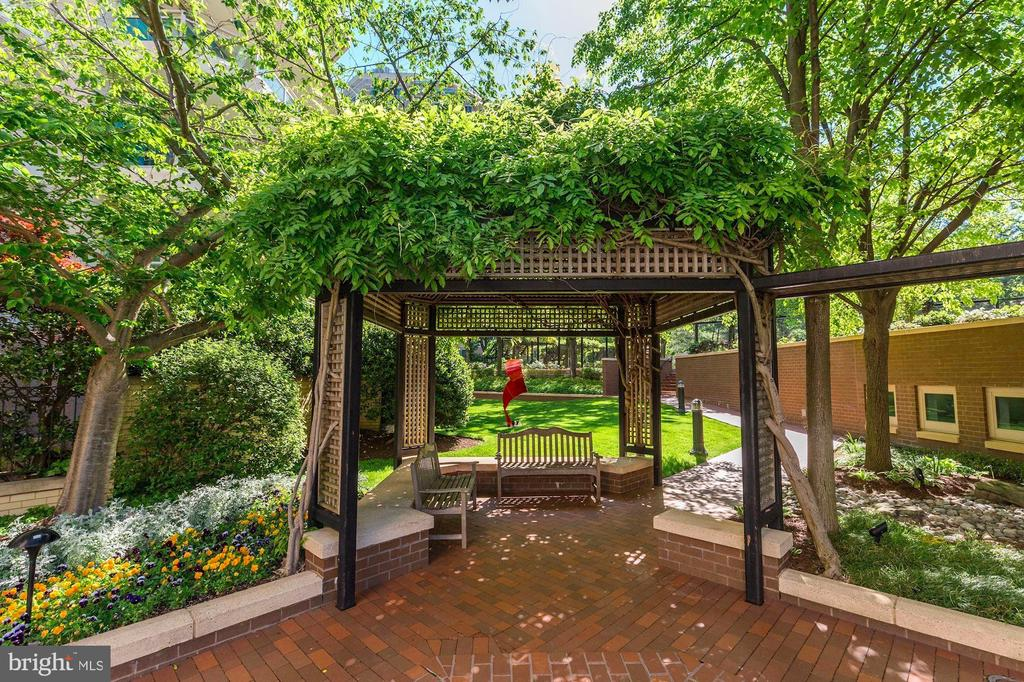 Community - 5600 WISCONSIN AVE #1-507, CHEVY CHASE