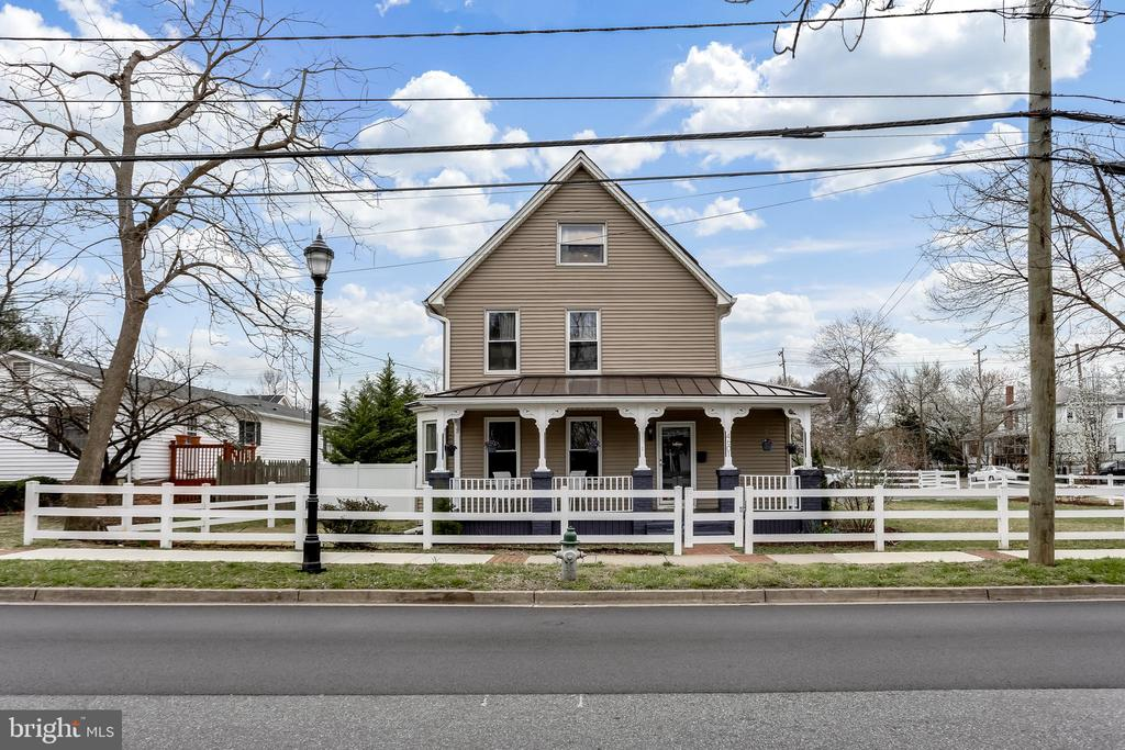 Gorgeous curb appeal. - 4601 QUEENSBURY RD, RIVERDALE
