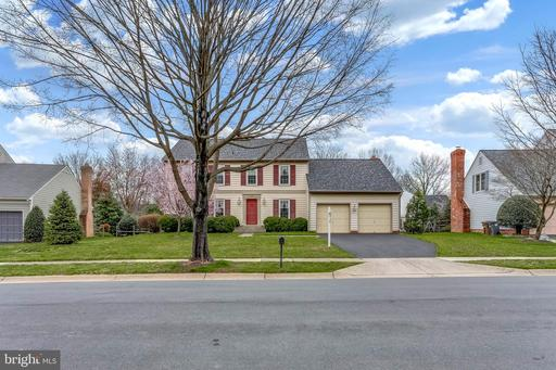 18 HOLLYBERRY CT