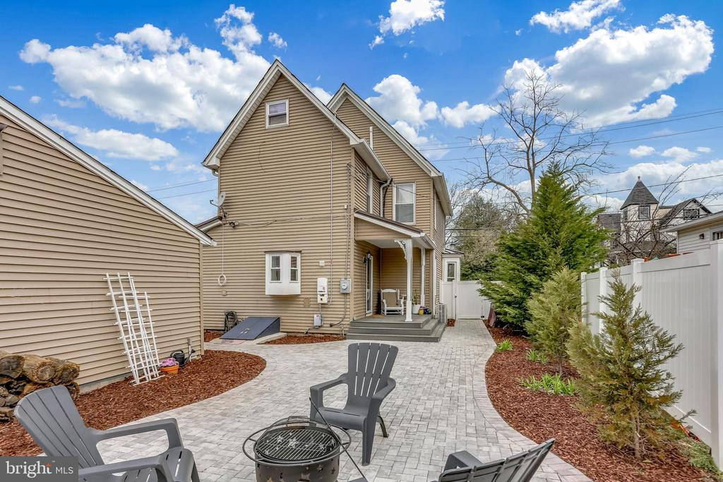 Perfect for entertaining. - 4601 QUEENSBURY RD, RIVERDALE
