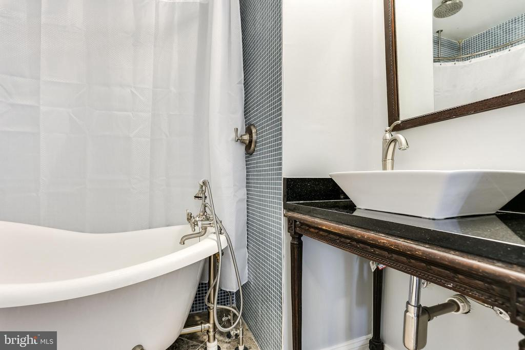 Renovated hall bath with tub. - 4601 QUEENSBURY RD, RIVERDALE