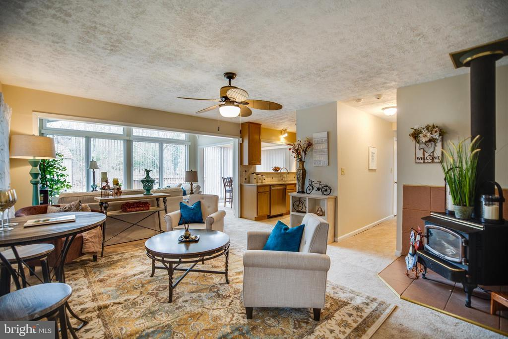 Open concept one-level living - 3704 LAKEVIEW PKWY, LOCUST GROVE