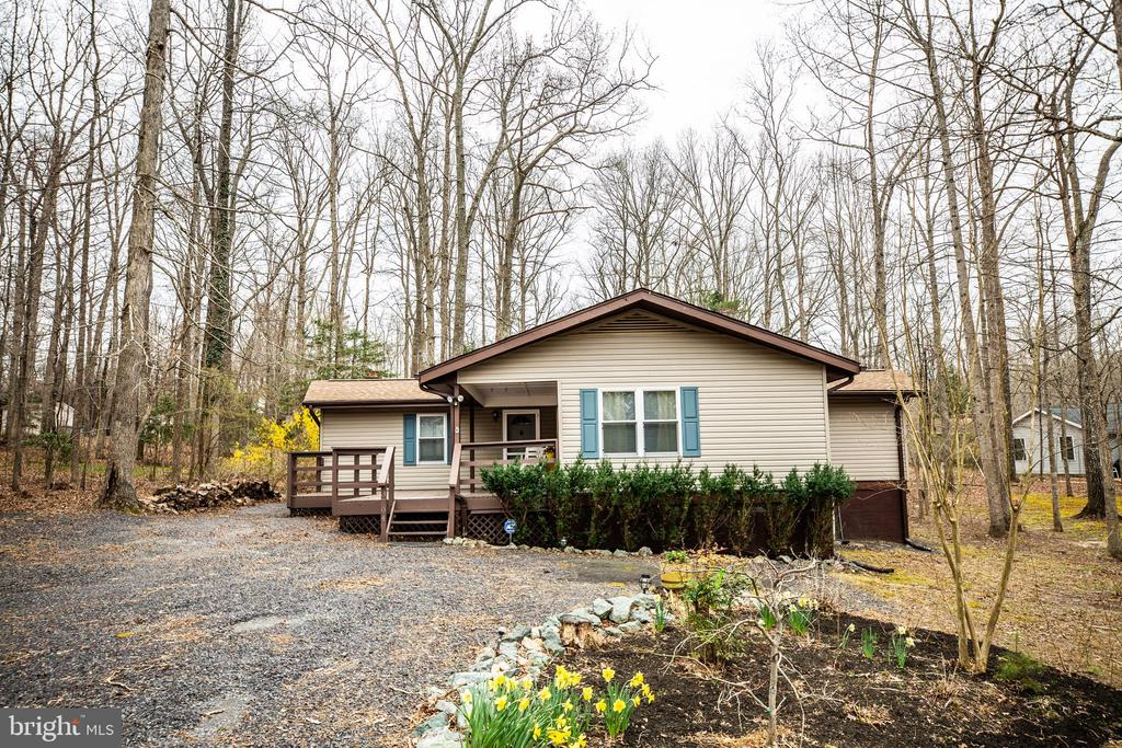Rancher in amenity-filled Lake of the Woods - 3704 LAKEVIEW PKWY, LOCUST GROVE
