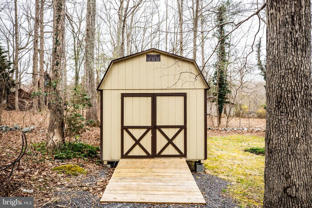 New 10 x 16 foot shed with ramp - 3704 LAKEVIEW PKWY, LOCUST GROVE