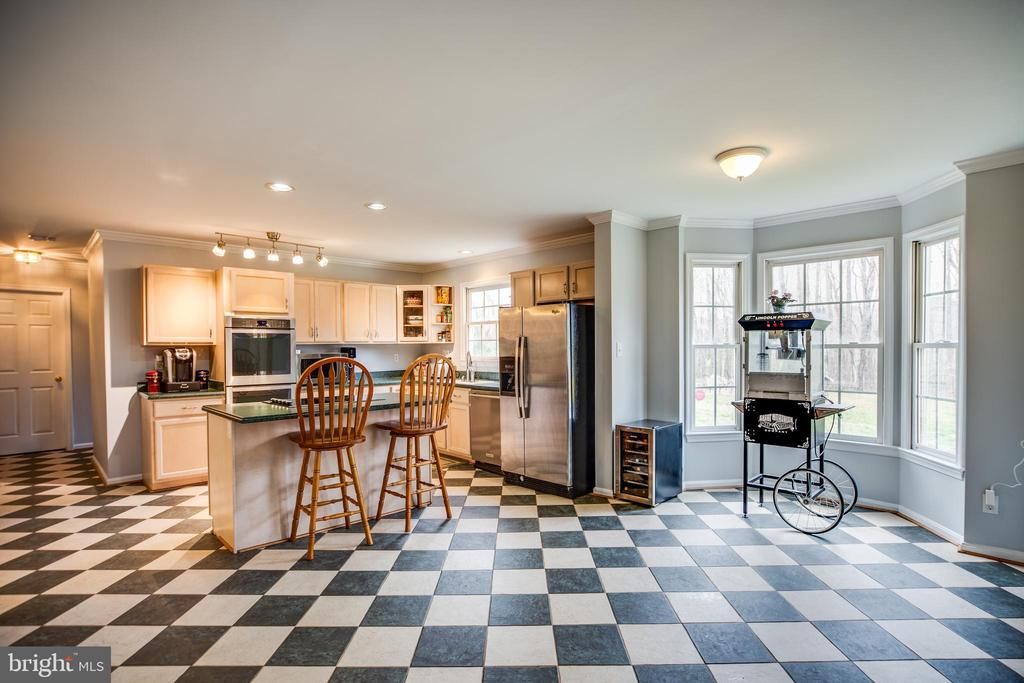 Open Kitchen and Breakfast Area - 13412 FOX CHASE LN, SPOTSYLVANIA