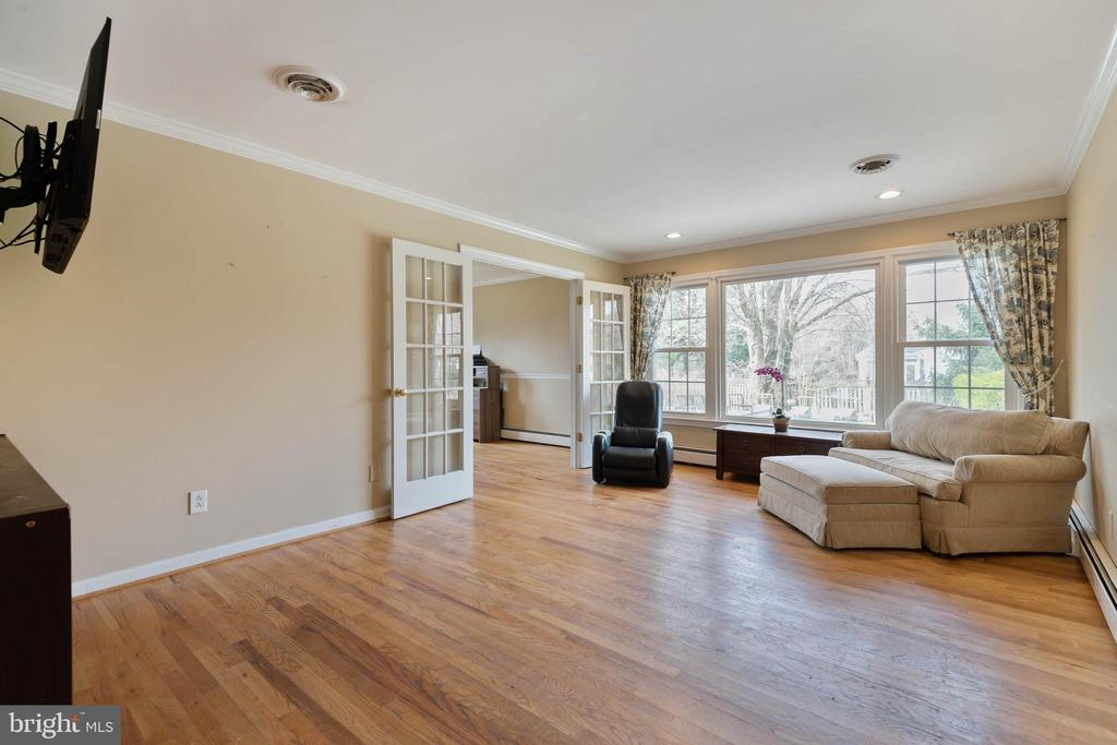Living Room - 15520 JONES LN, GAITHERSBURG