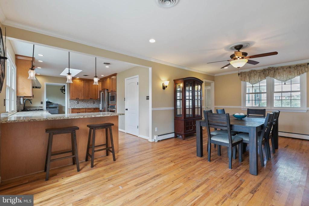 Kitchen with Breakfast bar - 15520 JONES LN, GAITHERSBURG