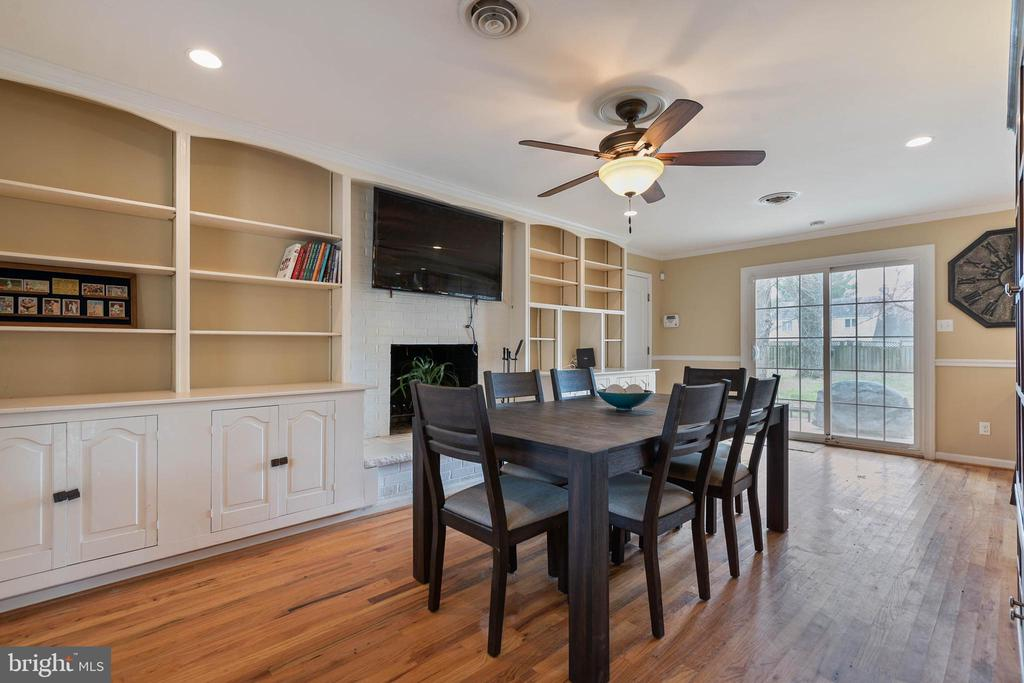 Lots of Built-ins for additional storage - 15520 JONES LN, GAITHERSBURG