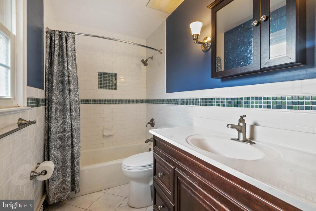 Renovated Hall Bath - 15520 JONES LN, GAITHERSBURG