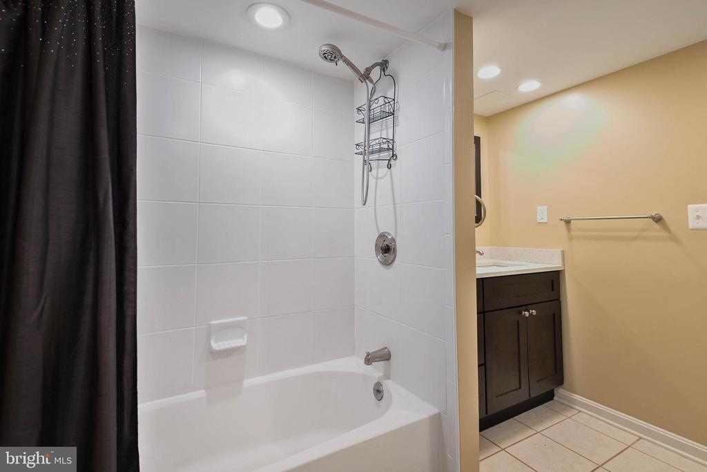 LL Full bath - 15520 JONES LN, GAITHERSBURG