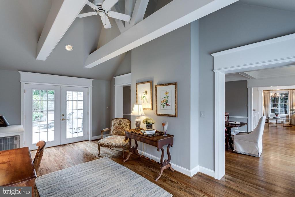 Library with Vaulted Ceiling and Patio Access - 3216 N ABINGDON ST, ARLINGTON