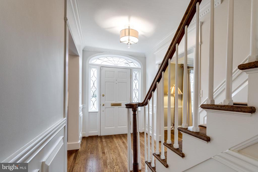 Entry Way Leaded Glass Transom and Sidelights - 3216 N ABINGDON ST, ARLINGTON