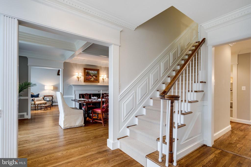 Center Hall Colonial with Formal Living Spaces - 3216 N ABINGDON ST, ARLINGTON