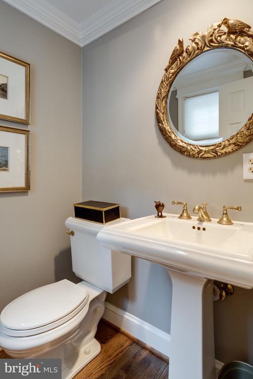 Powder Room off Kitchen with Kohler Pedestal Sink - 3216 N ABINGDON ST, ARLINGTON