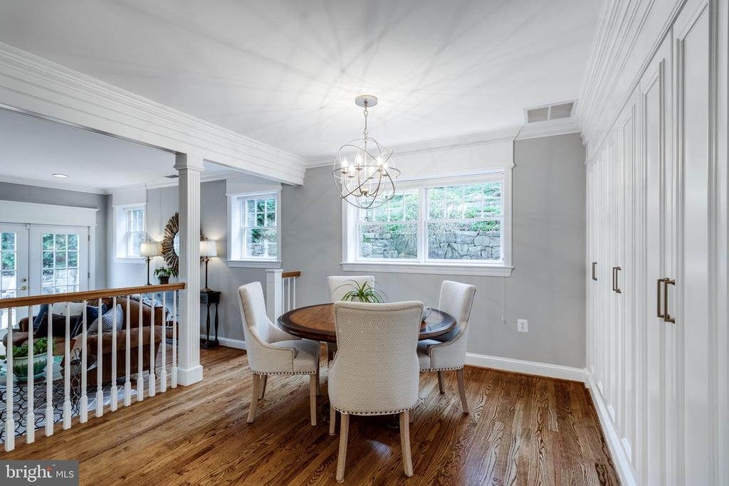 Separate Eating Area in Kitchen w Views to Gardens - 3216 N ABINGDON ST, ARLINGTON