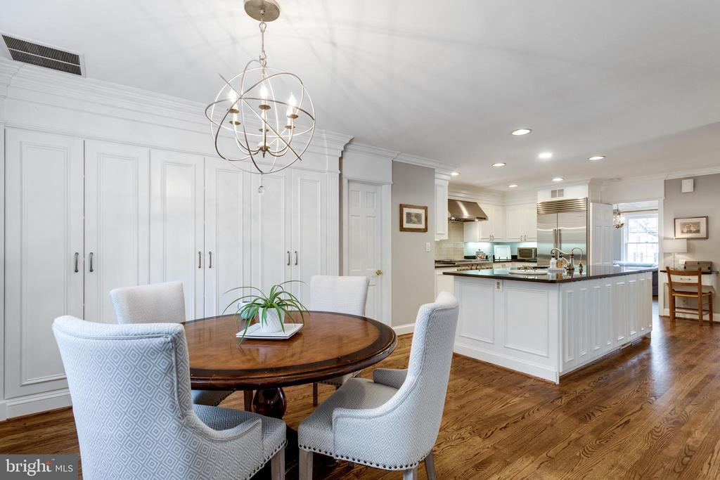 Large Eat in Kitchen with Pantry Closets - 3216 N ABINGDON ST, ARLINGTON