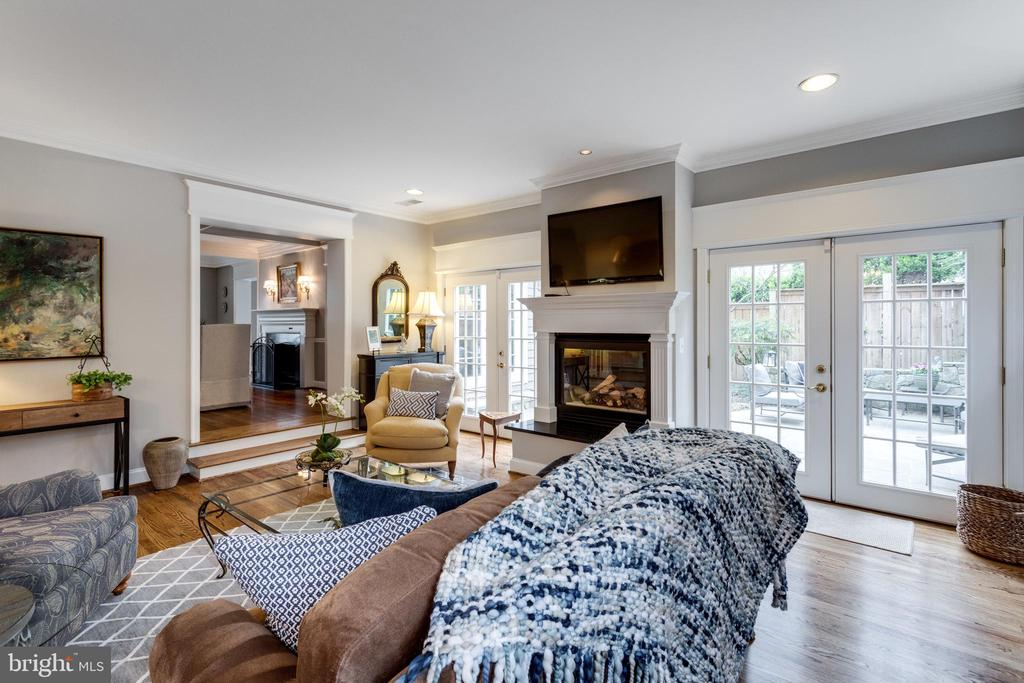 Family Room w Gas Fireplace & 2 French Doors - 3216 N ABINGDON ST, ARLINGTON