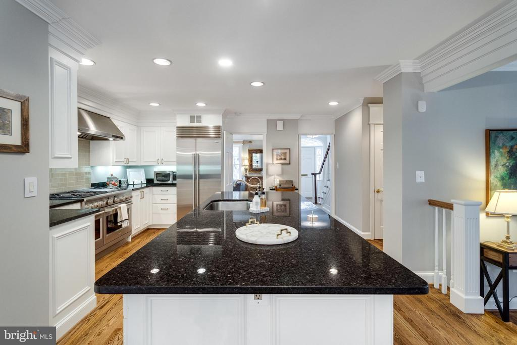 White Painted Cabinetry w Granite and Stainless - 3216 N ABINGDON ST, ARLINGTON