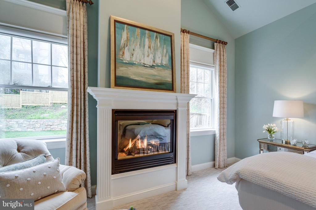 Gas Fireplace for Cozy Days and Nights! - 3216 N ABINGDON ST, ARLINGTON