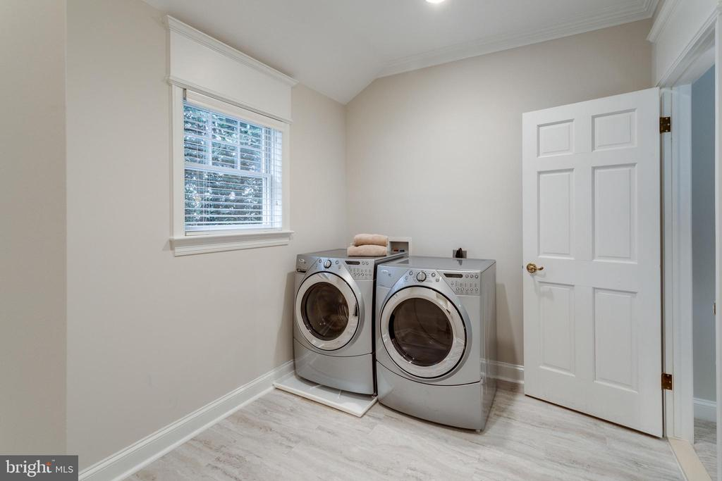 Upper Level Laundry off Master with New Flooring - 3216 N ABINGDON ST, ARLINGTON