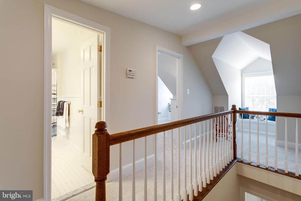 Fourth Floor with Two Bedrooms and Play Space - 3216 N ABINGDON ST, ARLINGTON