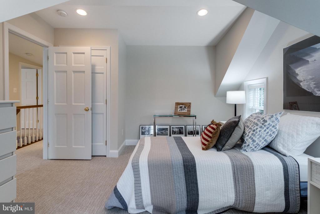 Bedroom #5 with Dormer and Window Seat - 3216 N ABINGDON ST, ARLINGTON