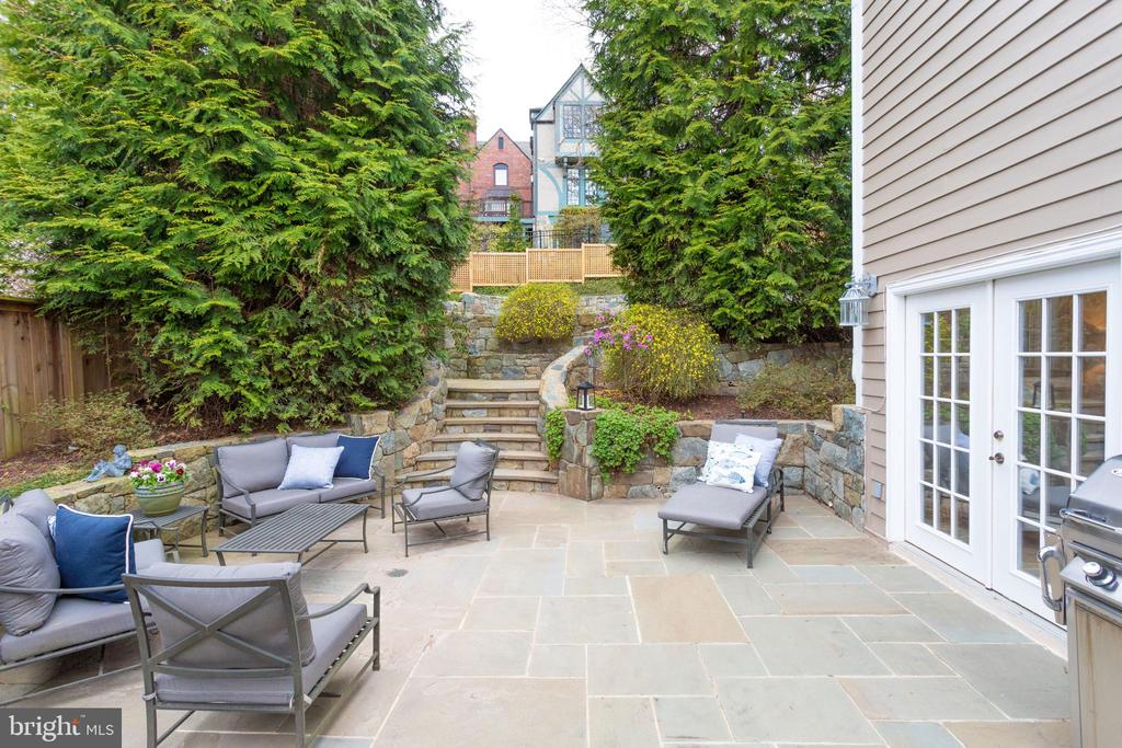Lovely Outdoor Spaces, Lush Gardens, Room to Relax - 3216 N ABINGDON ST, ARLINGTON