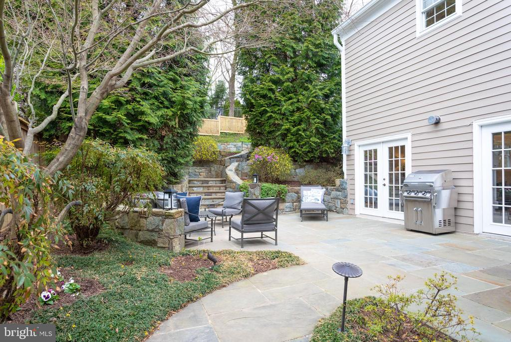 Flagstone Patio with Outside Gas Hookup for Grill - 3216 N ABINGDON ST, ARLINGTON