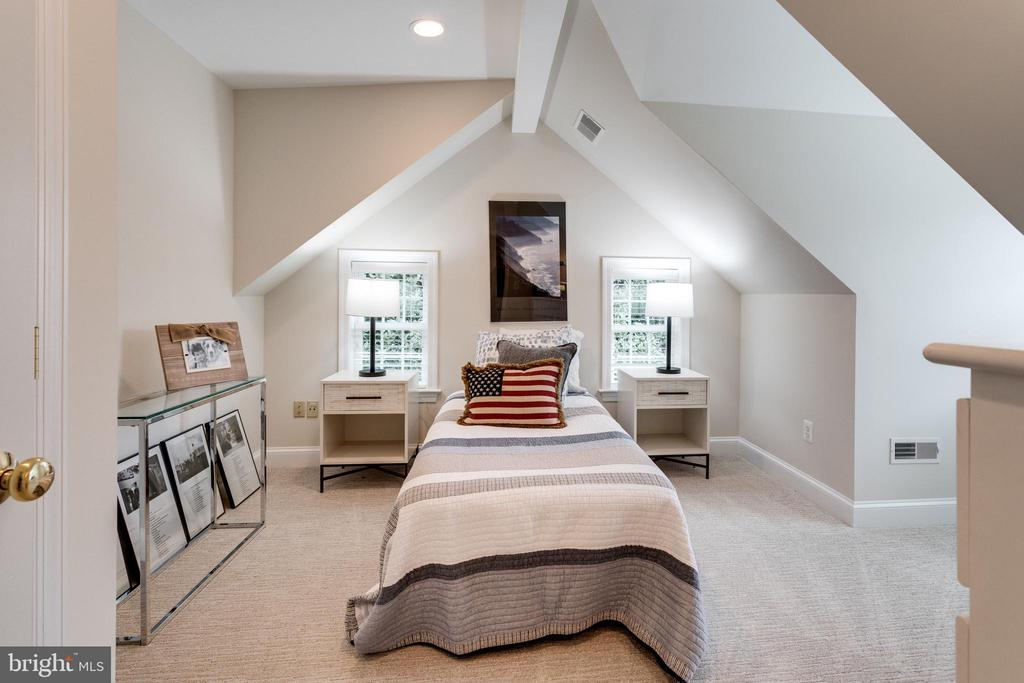 Bedroom #5 with large closet - 3216 N ABINGDON ST, ARLINGTON