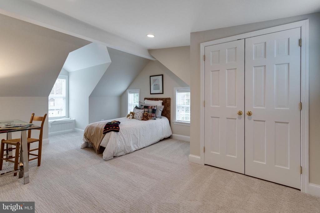 Light Filled Bedroom #6 with Large Closet - 3216 N ABINGDON ST, ARLINGTON