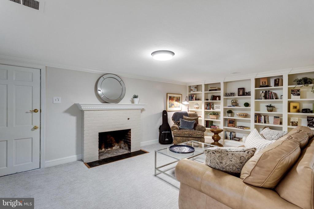 New Carpet throughout Main Level Rooms - 3216 N ABINGDON ST, ARLINGTON