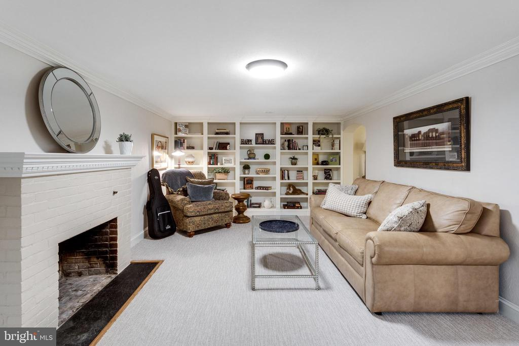 Main Rec Room w Wood Fireplace & New Carpet - 3216 N ABINGDON ST, ARLINGTON