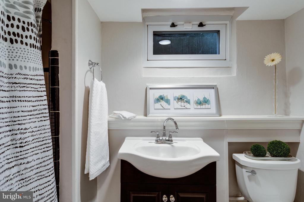 New Flooring and New Vanity in Bath - 3216 N ABINGDON ST, ARLINGTON